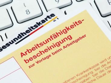 Rücknahme der AU-Verordnung: Krankschreibungen bei leichten Atemwegserkrankungen können vorerst weiterhin nach telefonischer Anamnese erfolgen